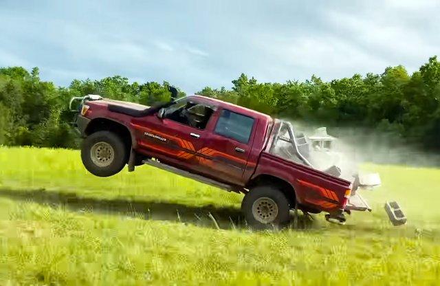 Még mindig elpusztíthatatlan a Toyota Hilux