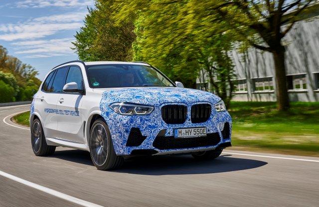 Már a BMW is élesben teszteli a hidrogénautóját