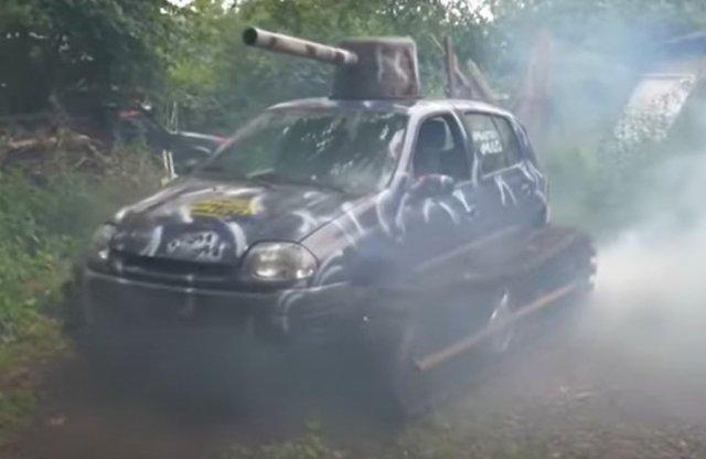 Már csak egy Renault Clio tank hiányzott a világnak!