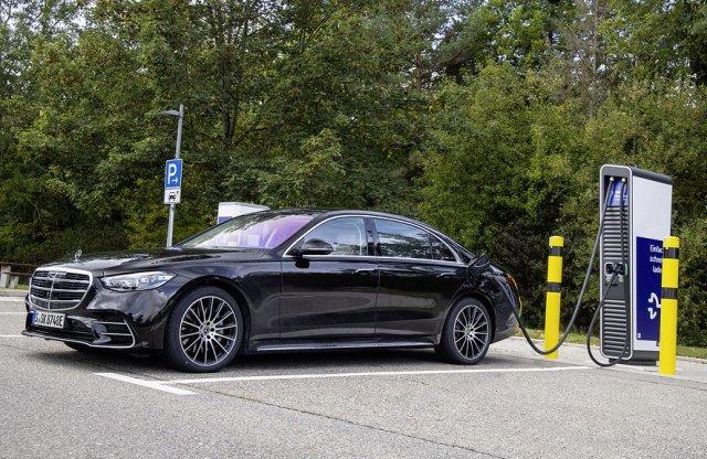 V8-cal és sorhattal is jön a Mercedes-Benz S 580, hasonló áron