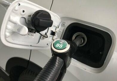 Péntektől minden eddiginél drágább lesz a benzin