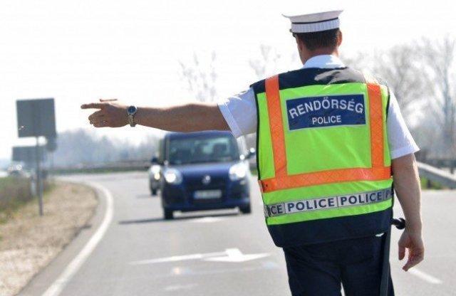 Kézben mobilozókra vadászik a rendőrség!