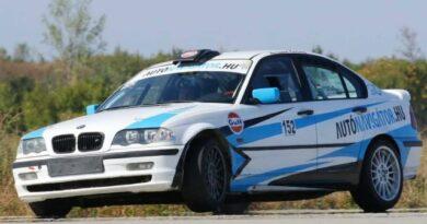 Újra száguld az Autónavigátor.hu matricás BMW!