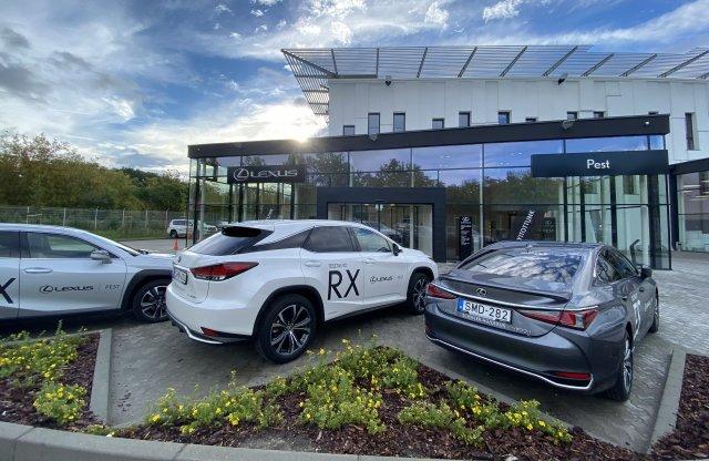 Hatalmas autóskereskedés nyílt a Váci úton, Lexust is kínálnak