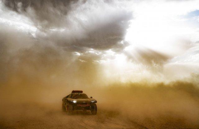 Homokviharban nyúzták az Audi RS Q e-tront, bírta