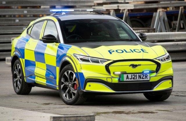 Rendőrautónak állt a villany Mustang