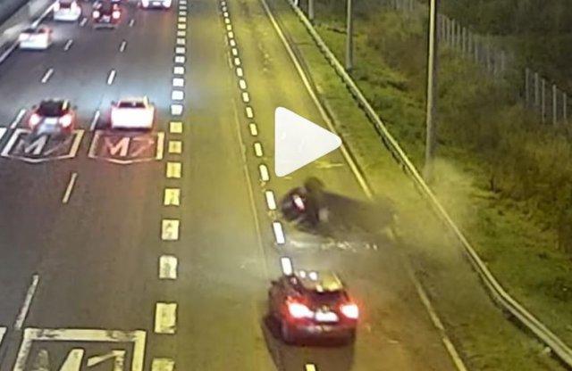Videón a félelmetes baleset az M1-M7 bevezetőn!