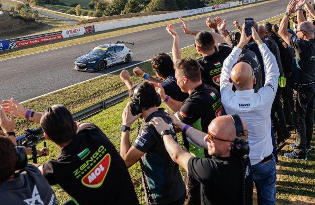 Ekströmmel nyert bajnoki címet a Zengő Motorsport és a CUPRA