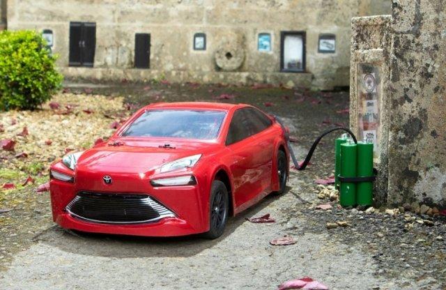 A világ első hidrogénhajtású RC autója egy Toyota Mirai